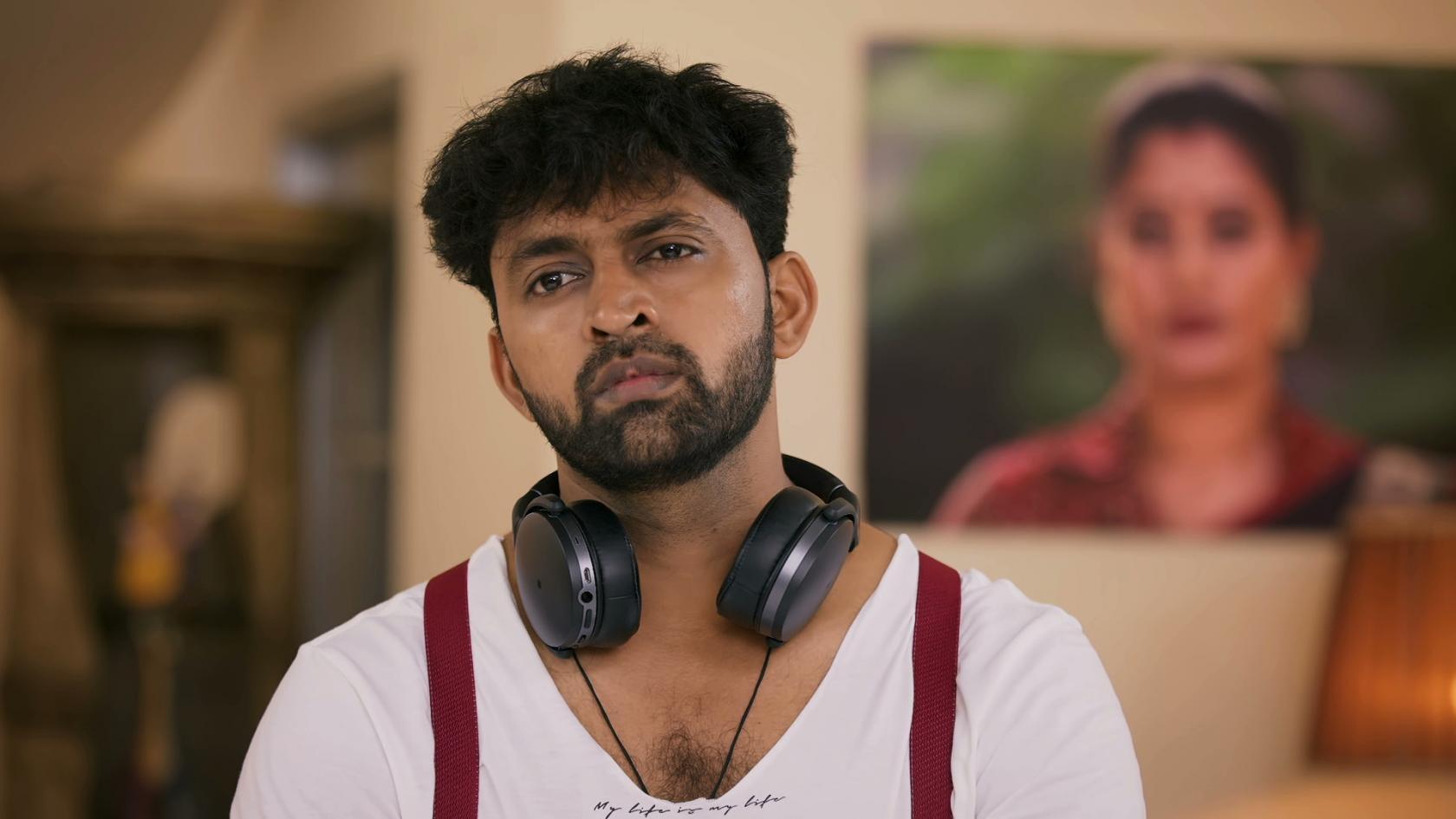 Watch Idhayathai Thirudathey Season 1 Full Episode 243 - 21 Dec 2020 Online for Free on JioCinema.com