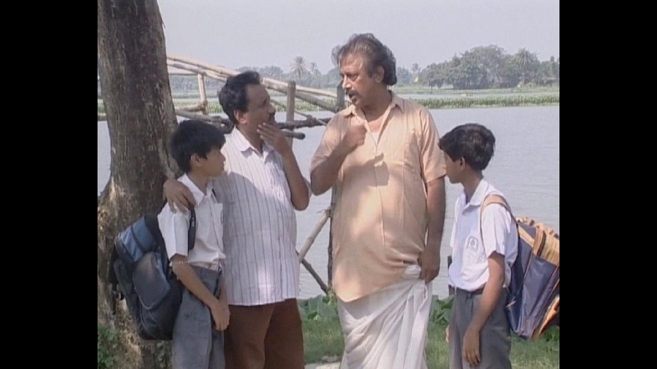 Madhab Majhir Kalo Chashma